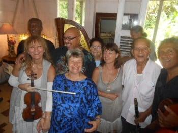 Claire Le Fur (en bleu ) et toute la troupe