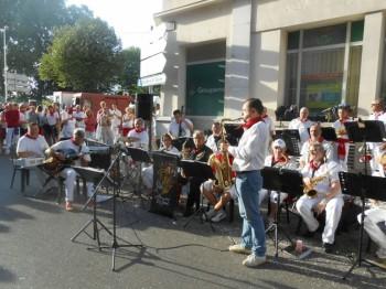 Le big band Alexander avec le saxophoniste Michel Pastre
